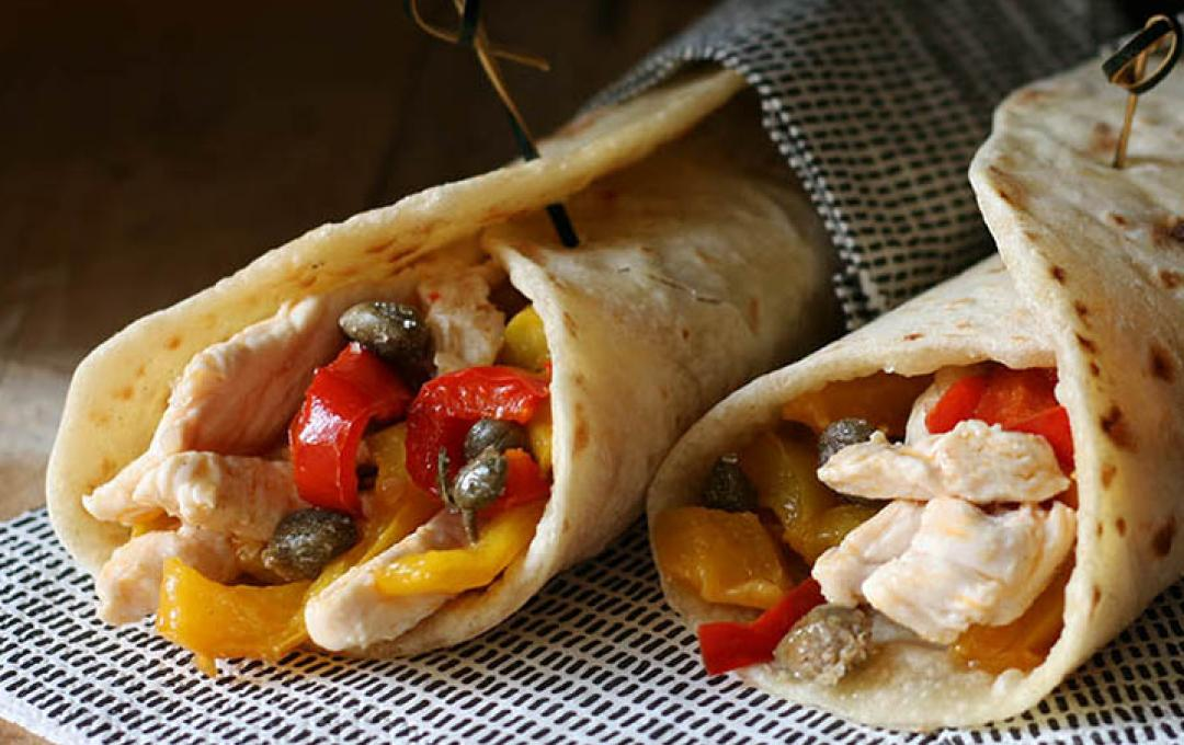 Piadina with chicken, vegetables and Pantelleria capers IGP Valbona