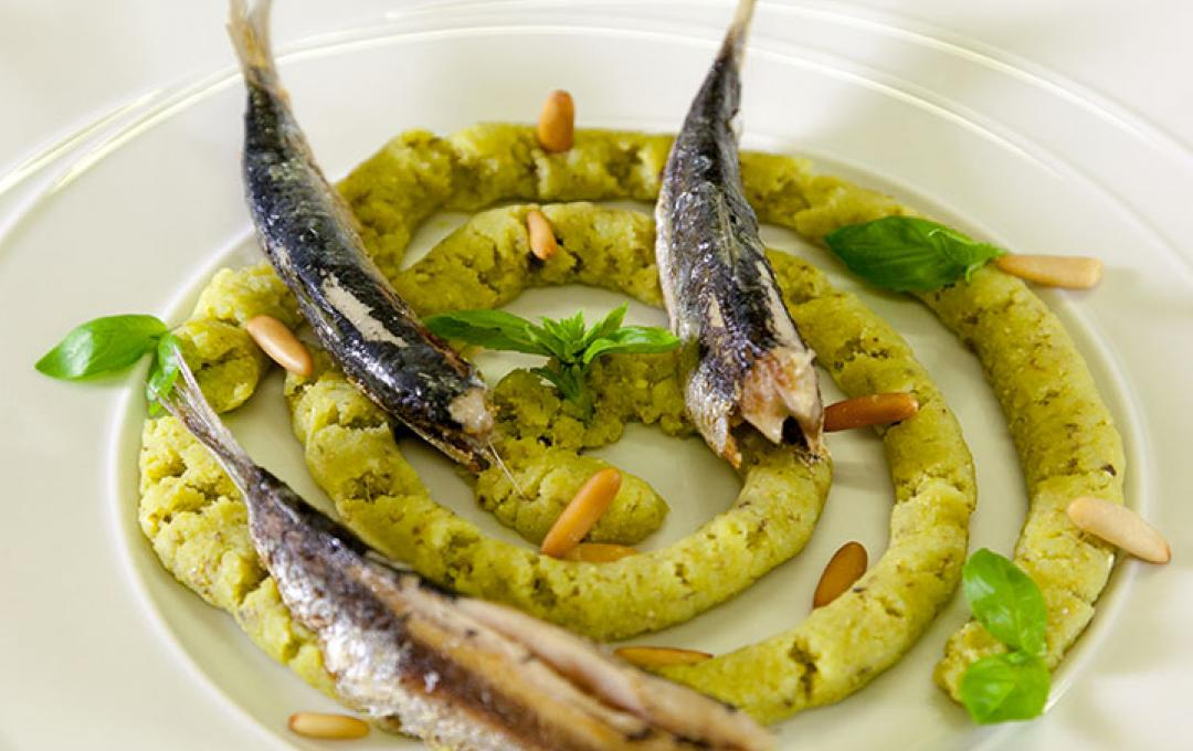 ROASTED SARDINES AND CRUSHED POTATOES WITH PESTO - Daniele Zennaro per Valbona